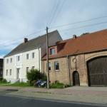 Bauernhaus und Torscheune